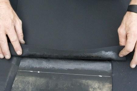 Stap 2 naadverbinding ecolan epdm vijverfolie for Vijverfolie lijmen op beton